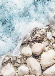 une douche ou un bain de sel purifie votre énergie